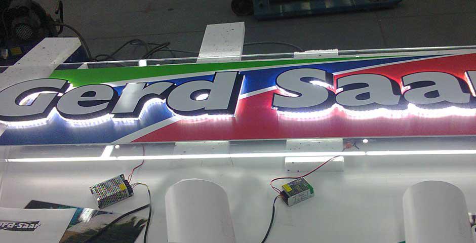 POSAGENT produziert - Spannrahmen, 3 D Buchstaben, 3D Leuchtbuchstaben, Leuchtkasten, Textilleuchtwände, Retro Leuchtbuchstaben