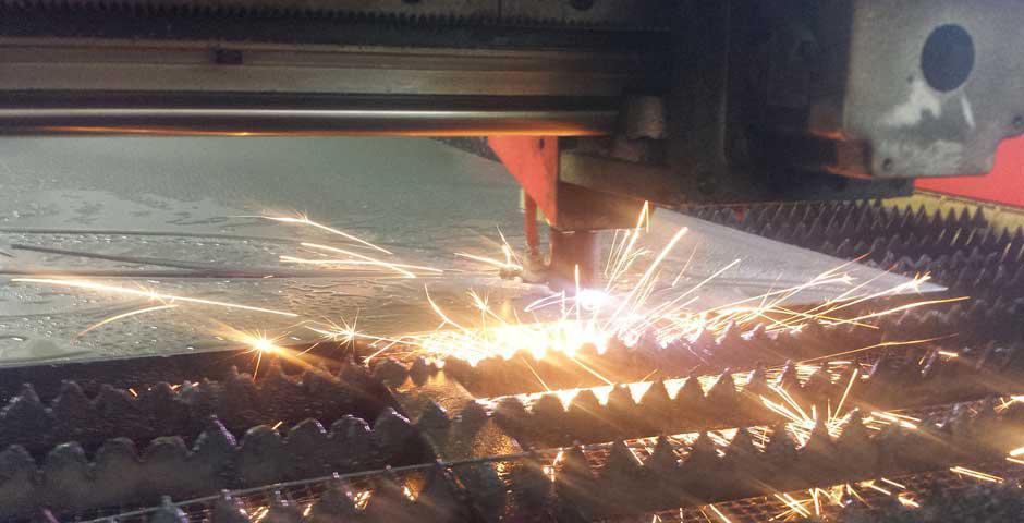 Auftragsfertigung in Polen, Metallverarbeitung, Pulverlackierung, Laserschneiden, Schweißen, stanzen, vernieten und verpressen von Bauteilen, bohren und formen, montieren von Baugruppen machen wir günstig und schnell